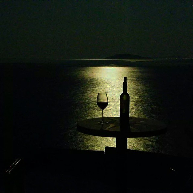 Summer is a state of mind and certainly doesnT run out in September  #winelover #wineexperience #inmyglass #greece #greekwine #drinkgreek #halkidiki #september #sea #bliss #beauty #inspiring #sharing #nightfall #moonlight