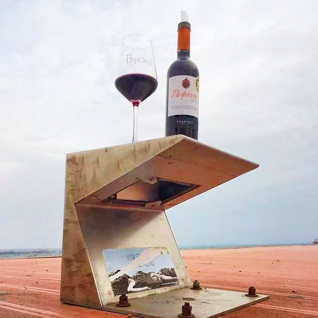 SiPPing on the dock of the bay...??? #vorOina #thessaloniki  #winefestival #wineisfun #inmyglass #winelover #Rapsani #rapsanieffect #fun #rapsanilover #feelinglikeagod #mtolympus #xinomavro #krassato #stavroto #stateofmind #drinkGreek #greekwine #greekgrapes #bliss #tasting #wineexperience #share #moment