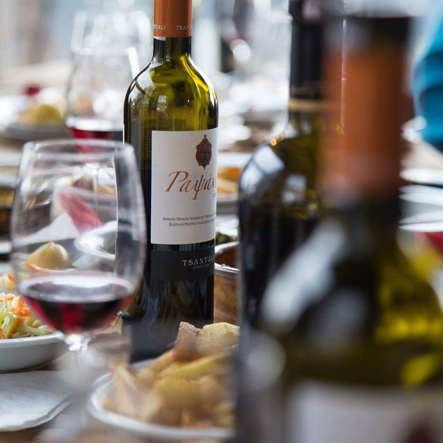 Easter Monday aka yet another occasion to gather friends and family for a feast. Dare to be creative with Easter leftovers and go for a lamb pie!  #Rapsani #Mtolympus #drinkGreek #xinomavro #krassato #stavroto #friends #share #feast #easter #bliss #moments #foodie #winelover #greece #divine #inmyglass #love #rapsanilover #wineexperience #celebration #meatlover #flavors #greekrecipes #tradition #custom
